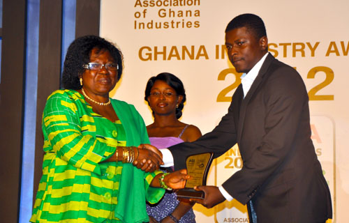 Mrs Leticia Osafo-Addo, former Vice President of the AGI, presenting award for Electricals and Eletronics sector to Nana Kwame Oteng-Gyasi, Business Development Manager of Tropical Cable and Conductor Ltd